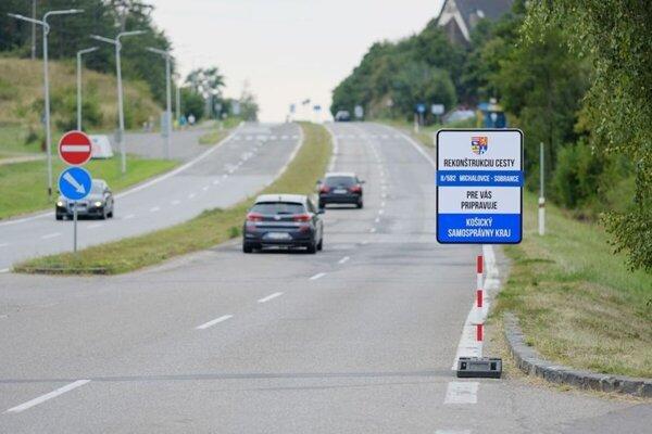 Frekventovaná cesta okolo Zemplínskej šíravy je už obnovená.