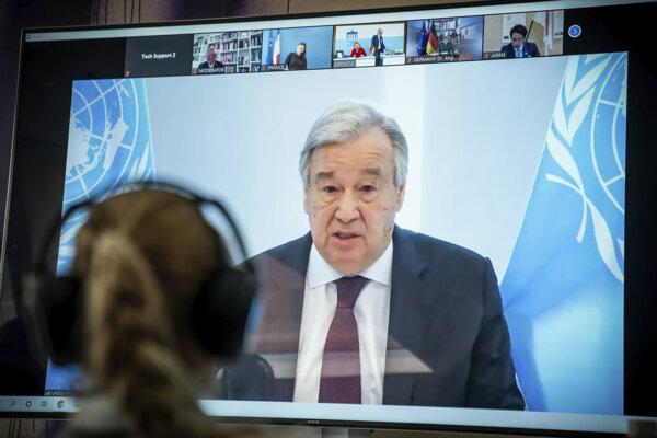 Koronavírus vo svete: Generálny tajomník OSN António Guterres počas videokonferencie.