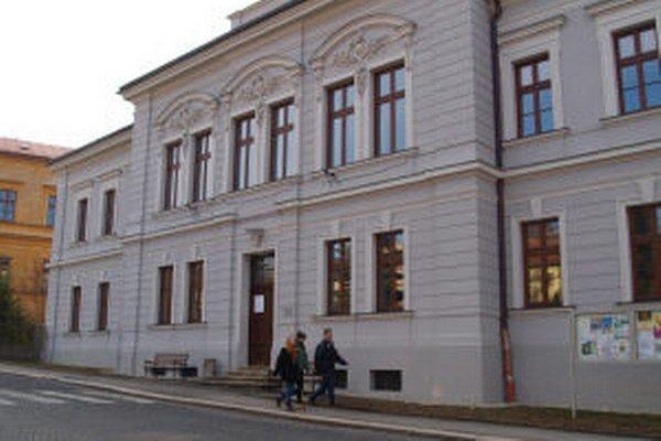 Gagy využívajú aj kremnické kultúrne stredisko. v dispozíciách sály pre produkcie však napriek nedávnej rekonštrukcii zaostáva.