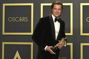 Tento rok dostal Oscara aj Brad Pitt za úlohu vo filmy Quentina Tarantina Vtedy v Hollywoode.