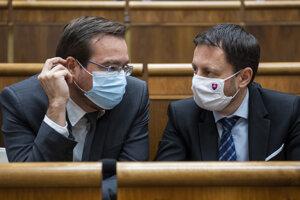 Minister zdravotníctva Marek Krajčí (vľavo) a minister financií Eduard Heger.