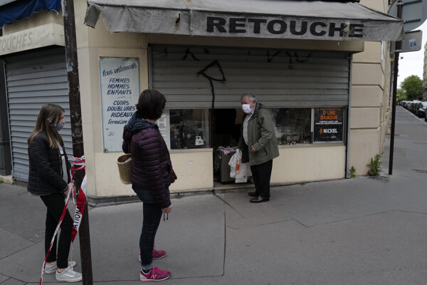 Francúzska vláda oznámila zmiernenie prísnych obmedzení pohybu v krajine od 11. mája.