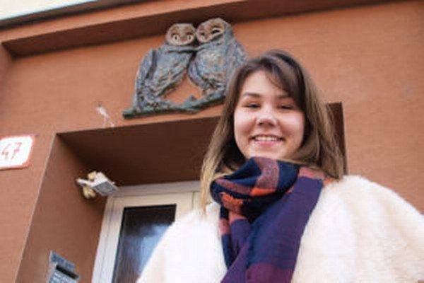 Gymnazistku Caroline zaujali žiarske domové znamenia.