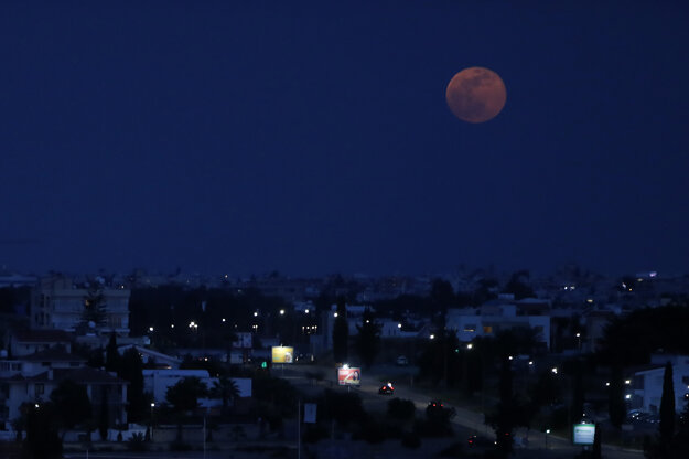 Supermesiac nad hlavným mestom Cypru.