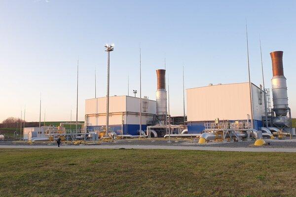 Nová časť kompresorovej stanice Veľké Zlievce v okrese Veľký Krtíš, ktorá slúži na obsluhu jediného plynového prepojenia medzi Slovenskom a Maďarskom, vzdialenom asi 19 kilometrov od stanice, vo Veľkých Zlievcoch 25. novembra 2019.