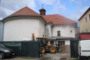 Jednou z hlavných úloh je vyriešiť vlhnutie kostola, ktoré narobilo v minulosti veľké problémy.