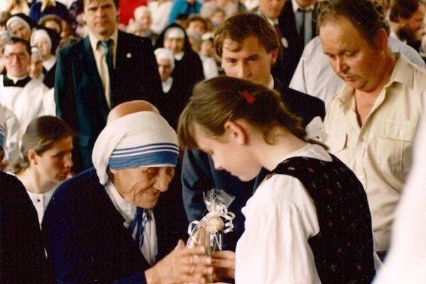 Matka Tereza počas návštevy Čadce 14. mája 1990.
