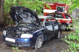 Interiér škodovky po požiari zmizol.