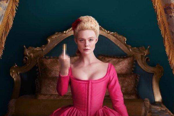 Elle Fanning hrá Katarínu Veľkú v seriáli The Great.