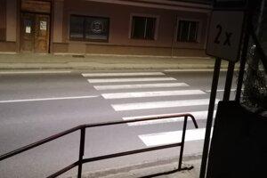 Priechod pre chodcov je už osvetlený.