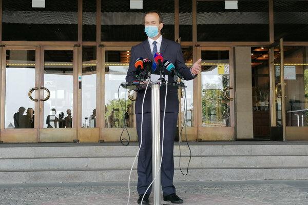 Poslanec Podmanický odchádza z poslaneckého klubu Smeru, rovnako sa vzdáva členstva v strane, ako aj funkcie krajského predsedu Smeru v Žiline.