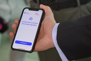 Aplikácia Smart karatény počas brífingu predsedu vlády SR Igora Matoviča počas brífingu na tému:  Smart karanténa.