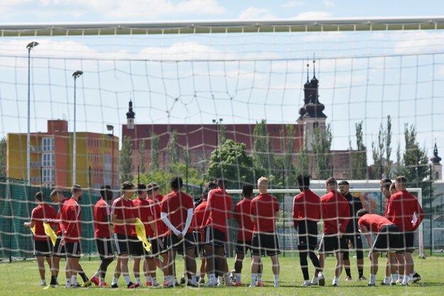 Hráči FC Spartak Trnava počas spoločného tréningu po uvoľnení 4. fázy opatrení prijatých v súvislosti so šírením nového typu koronavírusu v Trnave.