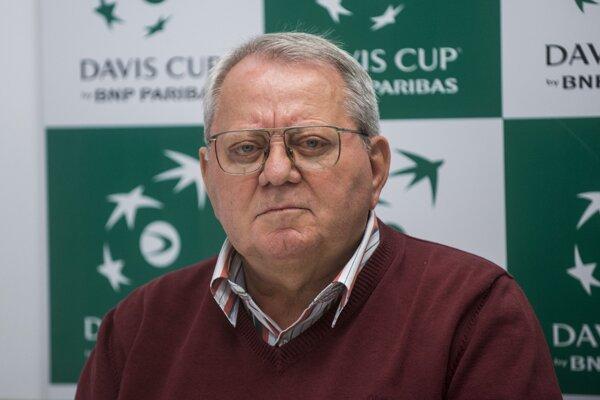 Viceprezident STZ Július Bacsó počas žrebu Davisovho pohára v roku 2016.