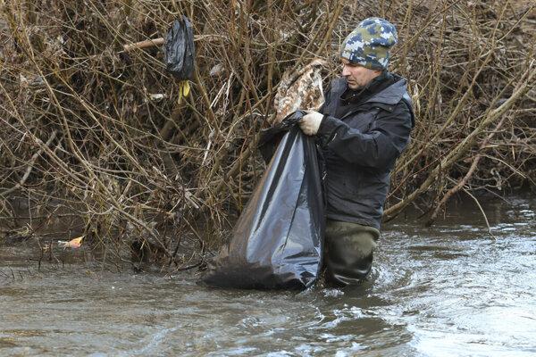 Prielom Hornádu v Slovenskom raji pravidelne čistia profesionáli aj dobrovoľníci. Systémové riešenie však chýba.