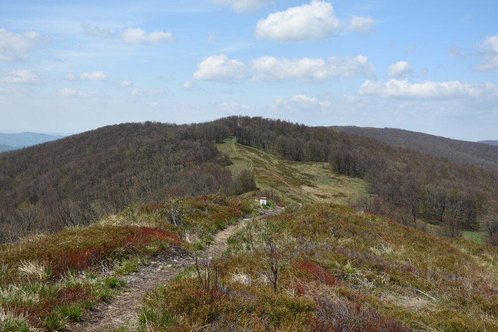 Popri turistickom chodníku sa tiahne slovensko - poľská hranica.
