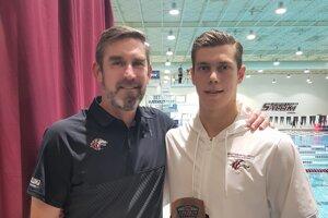 S trénerom Geoffom Hansonom.