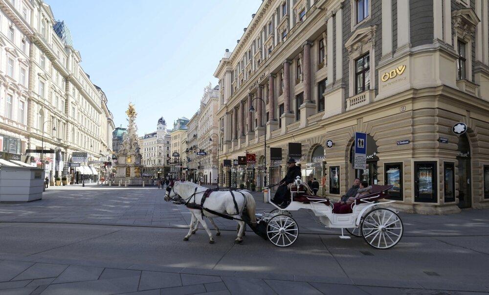 Obľúbenou turistickou atrakciou vo Viedni je jazda kočom.
