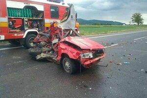 Tragická dopravná nehoda si vyžiadala dva životy.