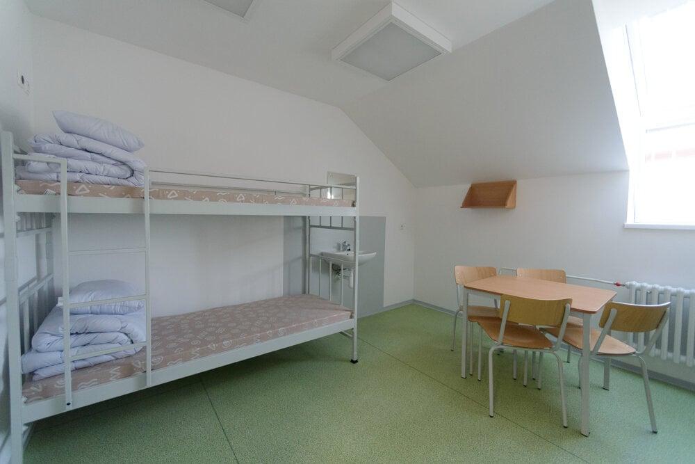 Rekonštrukciou pôvodnej drevostavby bola zvýšená ubytovacia kapacita ženskej väznice