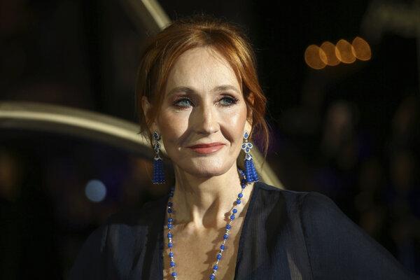 Na archívnej snímke z 13. novembra 2018 Britská spisovateľka J.K. Rowlingová.
