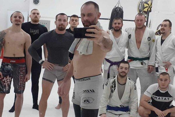 Selfy trénera Tomáša Bilišiča s elitnou skupinou svojich zverencov.