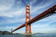 Golden Gate Bridge je dlhý 2 737 metrov.