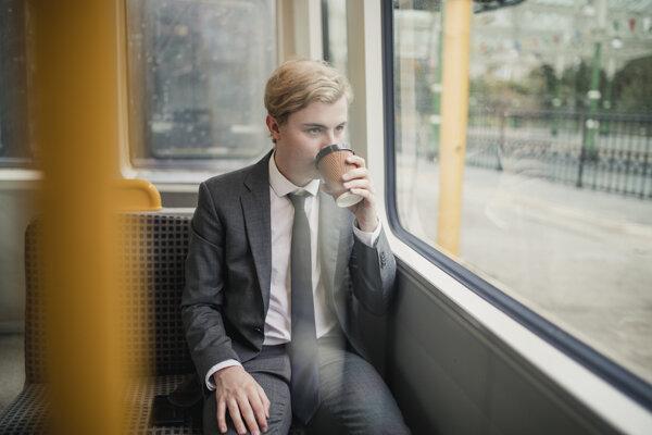 Namiesto rannej kávy dokáže mozog nakopnúť aj svižná prechádzka.