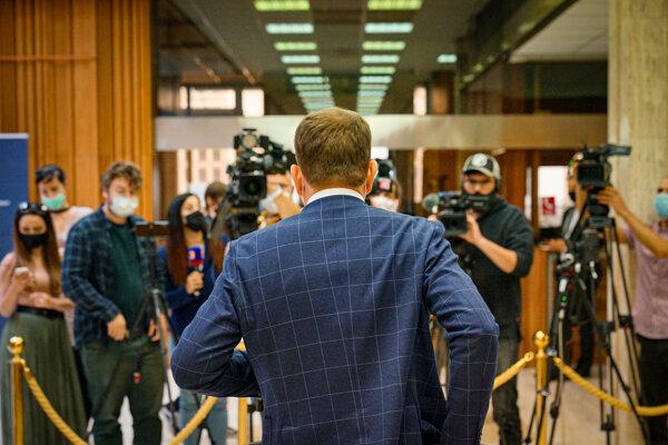 Zachovanie núdzového stavu už chce len premiér Igor Matovič