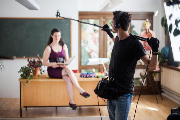 Počas nakrúcania epizódy Sex School.