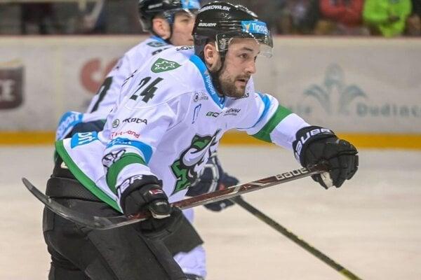 Patrik Števuliak si oblečie dres s býkom na hrudi aj v budúcej sezóne.