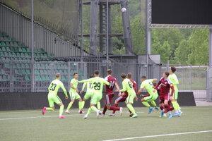 Hráči futbalových klubov MŠK Žilina - FK Železiarne Podbrezová počas tréningového zápasu za prísnych bezpečnostných opatrení, bez divákov a médií.