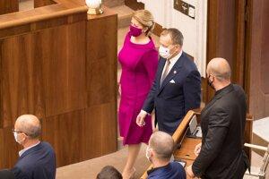 Prezidentka Zuzana Čaputová prichádza do parlamentu.