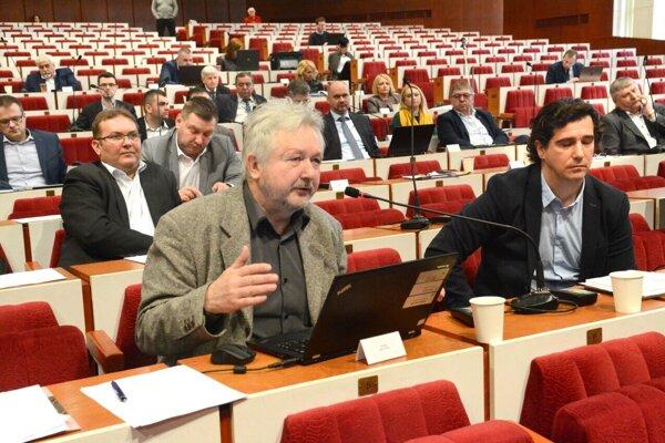 Kravčík je krajským poslancom, župa by mala v tomto roku rozbehnúť s pomocou štátneho rozpočtu a eurofondov 300-miliónový megaprojekt obnovy krajiny.