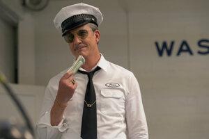 Postava Ernieho, ktorú v seriáli Hollywood na Netflixe stvárňuje Dylan McDermott, je inšpirovaná skutočnou osobou - sexuálnym pasákom Scottym Bowersom.