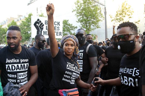 Protest proti policajnej brutalite v Paríži.