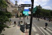 Black Lives Matter Plaza pred Bielym domom.