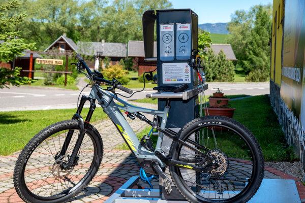 Liptov má viac ako 800 kilometrov značených cyklotrás, veľká časť trás je vhorskom teréne. Častokrát je nutné absolvovať náročnejšie stúpania apreto môže práve e-bike.