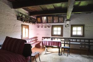 Naši predkovia žili v takýchto domčekoch.