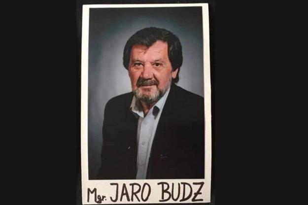Obeť tragédie vo Vrútkach, Mgr. Jaroslav Budz. Zástupca riaditeľky školy sa snažil vlastným telom zabrániť vstupu útočníka do budovy školy. Česť jeho pamiatke.