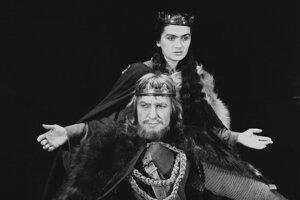 Eva Kristinová ako lady Macbathová.