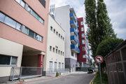 Nadstavba operačnej sály na streche energocentra vedľa Nemocnice sv. Michala.
