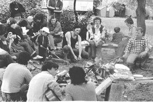 Kirováci a ich rodiny sa stretávali aj po práci, napríklad na opekačke.
