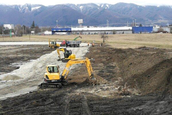 Prvá etapa výstavby štadióna - hotovo má byť v auguste.