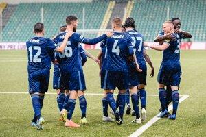 Futbalisti ŠK Slovan Bratislava sa tešia z gólu.