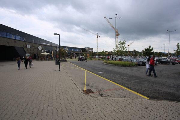 Ľudia sa v nedeľu vybrali na nákupy najmä do obchodných centier.