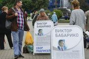 Informačné plagáty pre Viktara Babaryku v Minsku 14. júna 2020.