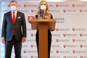 Poslankyňa Národnej rady (NR) SR Petra Krištúfková (Sme rodina) a predseda NR SR Boris Kollár (Sme rodina).