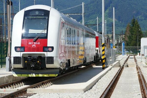 Železničná spoločnosť Slovensko predstavila vo Vrútkach novú dvojčlánkovú dieselmotorovú jednotku.
