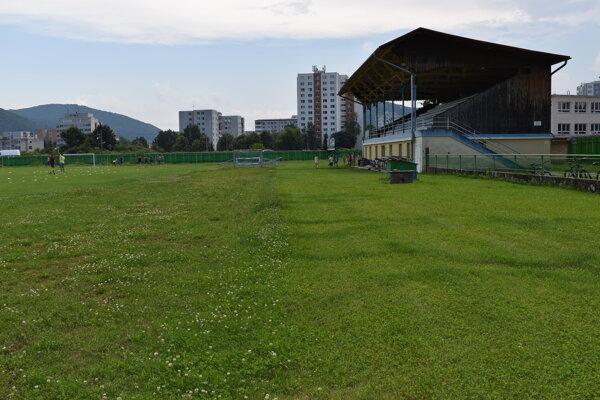 Štadión by mal po obnove dráhy slúžiť atlétom. Projekt rekonštrukcie je však finančne náročný.
